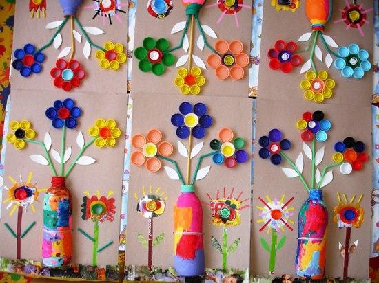 Mural primaveral con Tapones Botellas e Ingenio VAMOS A